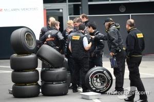 McLaren engineers with Perelli tyres