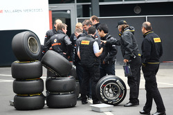 McLaren engineers with Perelli tyres