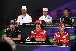 Mark Webber, Red Bull Racing, Vitantonio Liuzzi, HRT F1 Team, Fernando Alonso, Scuderia Ferrari, Kamui Kobayashi, Sauber F1 Team, Felipe Massa, Scuderia Ferrari, Jarno Trulli, Team Lotus