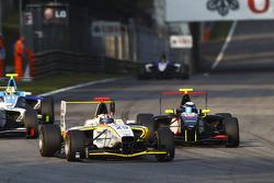 Daniel Mancinelli leads Thomas Hylkema