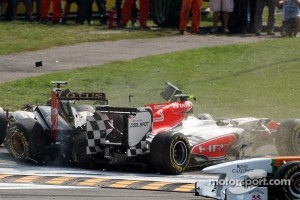 A crash caused by Vitantonio Liuzzi, HRT F1 Team including Vitaly Petrov, Lotus Renault GP