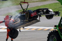 A crash caused by Vitantonio Liuzzi, HRT F1 Team, the damaged car of Vitaly Petrov, Lotus Renault GP