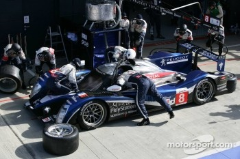 Pit stop for #8 Peugeot Sport Total Peugeot 908: Franck Montagny, Stphane Sarrazin