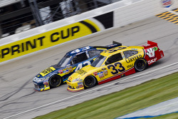 Clint Bowyer, Richard Childress Racing Chevrolet and A.J. Allmendinger, Richard Petty Motorsports Ford
