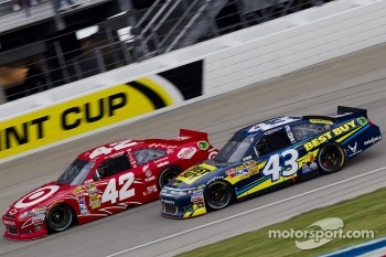 Juan Pablo Montoya, Earnhardt Ganassi Racing Chevrolet and A.J. Allmendinger, Richard Petty Motorsports Ford