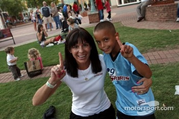 Petit Le Mans pre-race party: Melanie Snow and fan