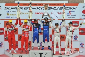 GT300 class podium: race winners Tetsuya Yamano, Kota Sasaki, second place Ryo Orime, Tsubasa Abe third place Tetsuya Tanaka, Katsuyuki Hiranaka