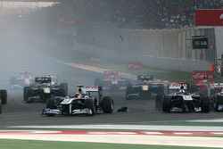 Start of the race, Rubens Barrichello, Williams F1 Team and Pastor Maldonado, Williams F1 Team