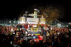 Victory lane: NASCAR Sprint Cup Series 2011 champion Tony Stewart, Stewart-Haas Racing Chevrolet receives his winning check