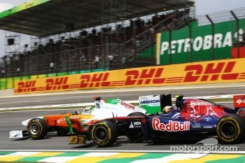 Adrian Sutil, Force India F1 Team and Jaime Alguersuari, Scuderia Toro Rosso