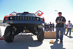 Robby Gordon works on his Hummer
