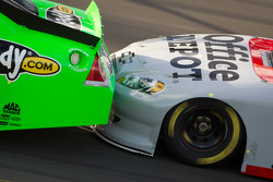 Drafting closeup: Danica Patrick, Stewart-Haas Racing Chevrolet, Tony Stewart, Stewart-Haas Racing Chevrolet