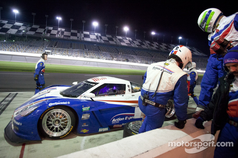 Pit stop for #9 Action Express Racing Corvette DP: Joao Barbosa, Terry Borcheller, JC France, Max Papis
