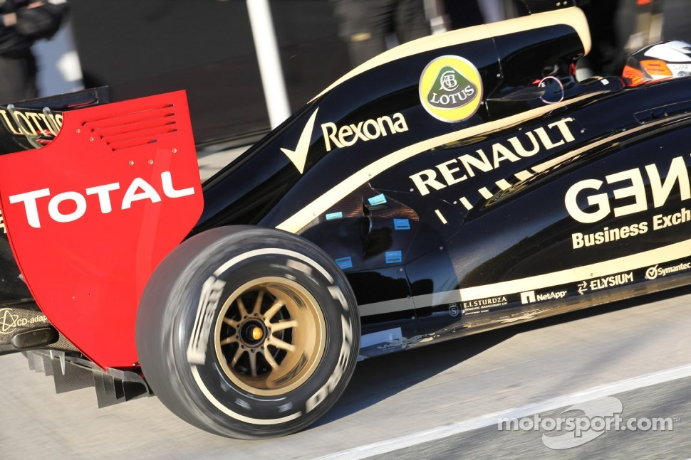 Kimi Raikkonen, Lotus Renault F1 Team rear wing