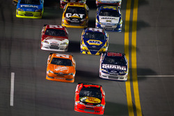 Jamie McMurray, Earnhardt Ganassi Racing Chevrolet leads the field