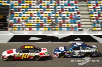 Greg Biffle, Roush Fenway Racing Ford, Kasey Kahne, Hendrick Motorsports Chevrolet