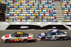Greg Biffle, Roush Fenway Racing Ford, Kasey Kahne, Hendrick Motorsports Chevrolet