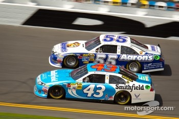 Aric Almirola, Richard Petty Motorsports Ford, Mark Martin, Michael Waltrip Racing Toyota