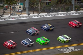 Juan Pablo Montoya, Earnhardt Ganassi Racing Chevrolet leads a group of cars