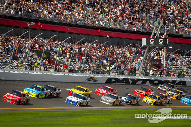 Tony Stewart, Stewart-Haas Racing Chevrolet leads the field