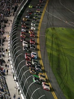 Restart: Miguel Paludo, Turner Motorsports Chevrolet leads the field