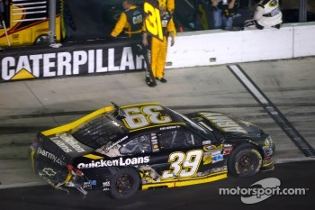 Ryan Newman, Stewart-Haas Racing Chevrolet in the pits with damage