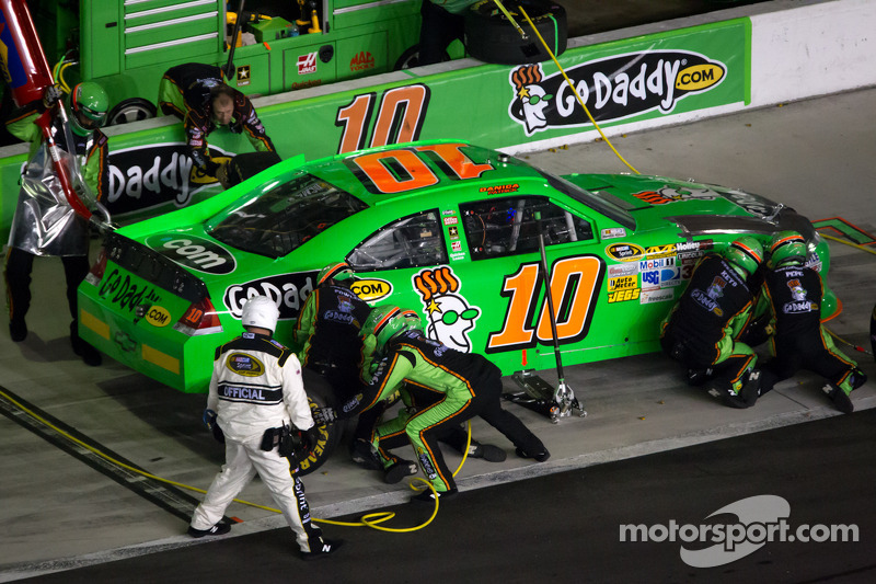 PIt stop for Danica Patrick, Stewart-Haas Racing Chevrolet