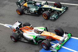Nico Hulkenberg, Sahara Force India Formula One Team and Vitaly Petrov, Caterham F1 Team