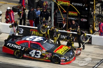Pit stop for Michael Annett, Richard Petty Motorsports Ford