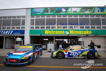 #21 Hitotsuyama Racing Audi R8 LMS and #38 Lexus Team Zent Cerumo Lexus SC430