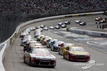 Start: Greg Biffle leads