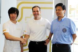 Ma Qing Hua, Hispania Racing F1 Team, Test Driver, with Luis Perez-Sala, HRT Formula One Team, Team Prinicpal