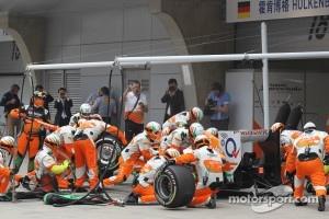Nico Hulkenberg, Sahara Force India Formula One Team pit stop