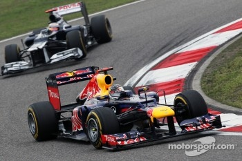 Sebastian Vettel, Red Bull Racing leads Pastor Maldonado, Williams