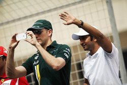 Vitaly Petrov, Caterham and Narain Karthikeyan, Hispania Racing F1 Team, on the drivers parade