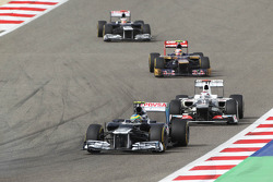 Bruno Senna, Williams leads kk/ Motor Racing - Formula One World Championship - Bahrain Grand Prix - Race Day - Sakhir, Bahrain - www