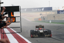 Third placed Romain Grosjean, Lotus F1 E20 celebrates past his team at the end of the race