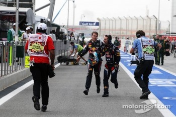 Race winner Sebastian Vettel, Red Bull Racing runs to parc ferme after stopping at the end of the pit lane
