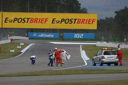 Andy Priaulx, BMW Team RBM BMW M3 DTM lost his hood