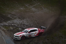#57 Stevenson Motorsports Camaro GT.R: John Edwards, Robin Liddell spins