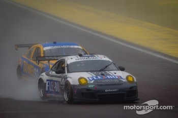#44 Magnus Racing Porsche GT3: Andy Lally, John Potter spins
