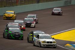#63 Mitchum Motorsports BMW 128i: Sarah Cattaneo, Johnny Kanavas