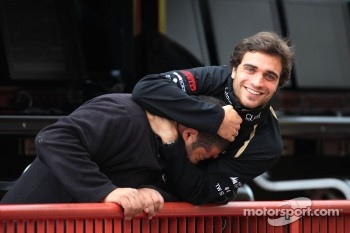 Jérôme d'Ambrosio, third driver, Lotus F1 Team and Michael Aumento, Bell Helmet technician