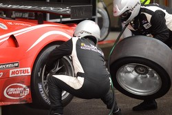 Luxury Racing pitstop