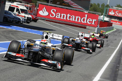 Sergio Perez, Sauber leads team mate Kamui Kobayashi, Sauber and Felipe Massa, Ferrari into the pits