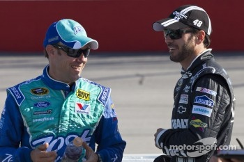 Matt Kenseth, Roush Fenway Racing Ford and Jimmie Johnson, Hendricks Motorsports Chevrolet