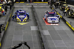 Michael Waltrip Racing vs Henrick Motorsport