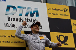 Podium: race winner Gary Paffett, Team HWA AMG Mercedes, AMG Mercedes C-Coupe