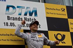 Podium: race winner Gary Paffett, Team HWA AMG Mercedes, AMG Mercedes C-Coupe