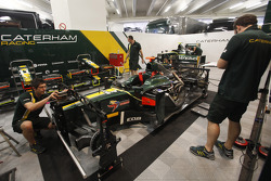 Caterham mechanics work on Rodolfo Gonzalez